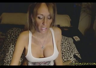 Bitchy hottie opens her accurate vagina