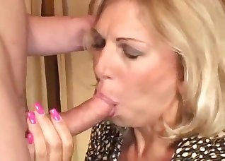Hardcore anal with a playful housewife