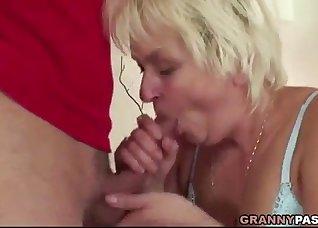 Sensual blonde BBW sucks with pleasure