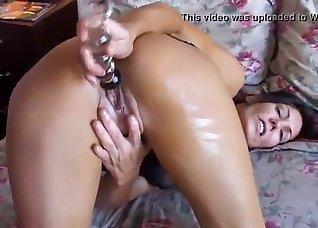 Toned hottie opens her tight wet crack